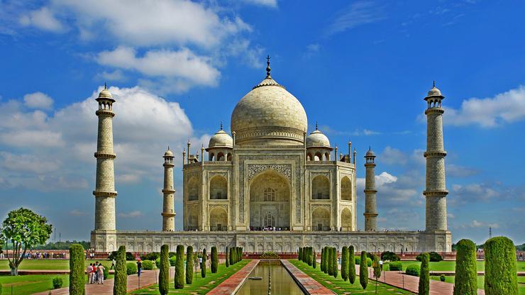 FOTO: Taj Mahal (Wikipedia)