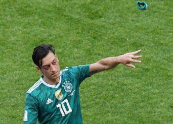 FOTO: Özil (MARKUS GILLIAR/DPA)