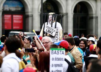 FOTO: Protest protiv venezuelanskog predsjednika Nicolasa Madura u Madridu. (Benjamin Cremel/Agence France-Presse — Getty Images)