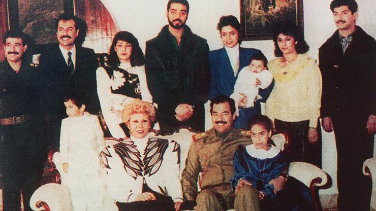 FOTO: Sajida i Saddam Hussein s obitelji (WIKIPEDIA)