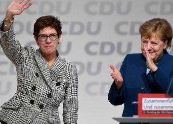 FOTO: Annegret Kramp-Karrenbauer i Angela Merkel (FABIAN BIMMER/REUTERS/PIXSELL)