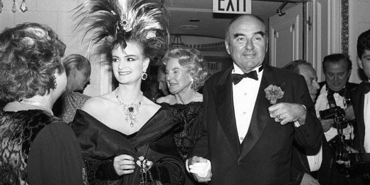 Princeza Gloria von Thurn und Taxis za vrijeme mise u svojoj palati. Ispod, sa suprugom Johanom u New Yorku 1987 (Toni Palmieri/Penske Media)