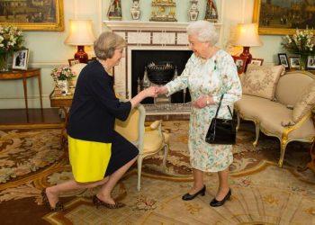 FOTO: Kraljica i Theresa May (PRESS ASSOCIATION/PIXSELL)