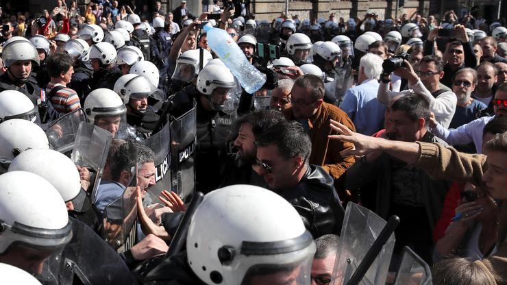 FOTO: Protesti u Beogradu: 1 od 5 miliona (MARKO DJURICA/REUTERS/PIXSELL)