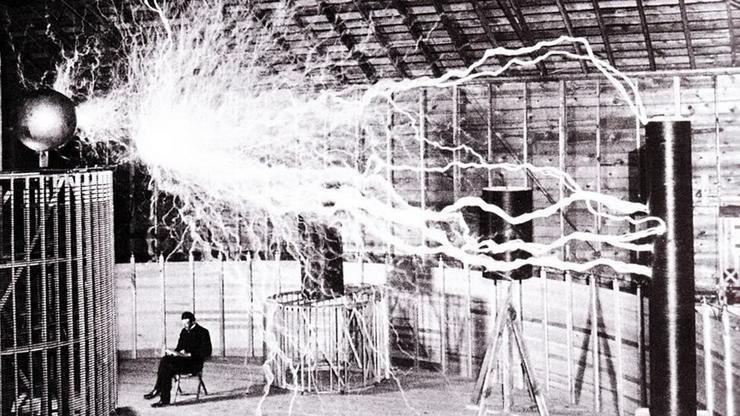 FOTO: Nikola Tesla u laboratoriju u Colorado Springsu 1899. (RECUERDOS DE PANDORA/FLICKR/CC BY-SA 2.0)