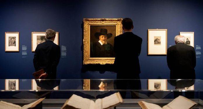 """FOTO: (Mike Bink - Rembrandtov """"Portret Arnolda Tolinksa"""" na izložbi u Rembrandtovoj kući u Amsterdamu)"""