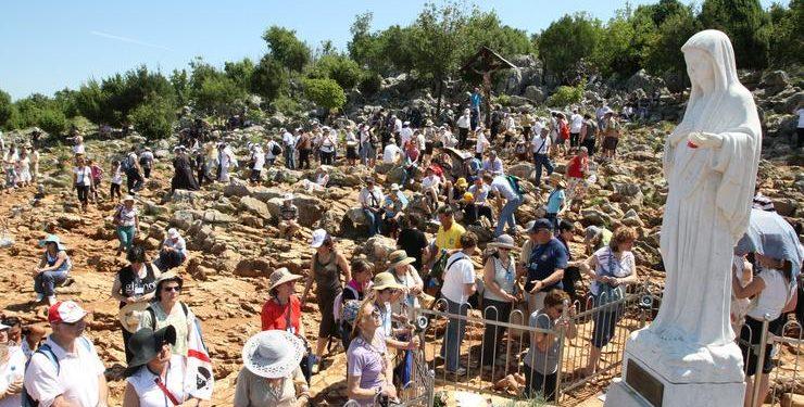 FOTO: Međugorje: Vjernici pohode brdo Gospinog ukazanja (IVO CAGALJ/PIXSELL)