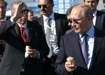 epa07797348 Russian President Vladimir Putin (front R) and Turkish President Recep Tayyip Erdogan (front L) eat ice cream during the MAKS-2019 International Aviation and Space Salon in Zhukovsky outside Moscow, Russia, 27 August 2019. The Turkish President is on a short working visit in Russia. EPA-EFE/ALEXEY NIKOLSKY / SPUTNIK / KREMLIN / POOL MANDATORY CREDIT