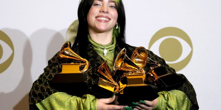 epaselect epa08169093 Billie Eilish poses in the press room with the Grammy for Best Pop Vocal Album, Best New Artist, Song of the Year, Album of the Year, and Record of the Year during the 62nd annual Grammy Awards ceremony at the Staples Center in Los Angeles, California, USA, 26 January 2020. EPA/DAVID SWANSON